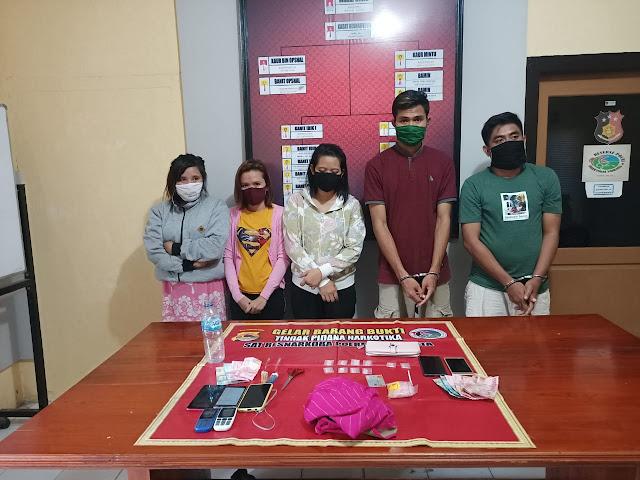 Para terduga pengedar sabu dan sejumlah barang bukti diamankan di Satres Narkoba Polres Bima Kota.