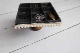 Stojaczek na biżuterię DIY