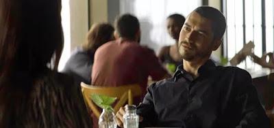 Camilo (Lee Taylor) contará sua descoberta a Vivi (Paolla Oliveira) no capítulo desta terça (10)