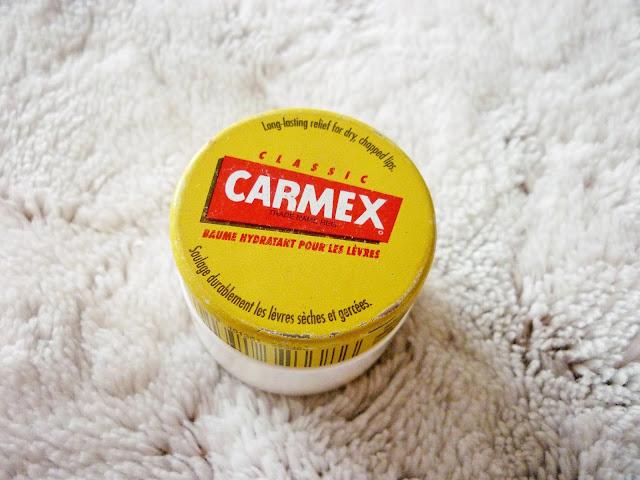routine beauté de l'hiver - baume à lèvres carmex mentholé