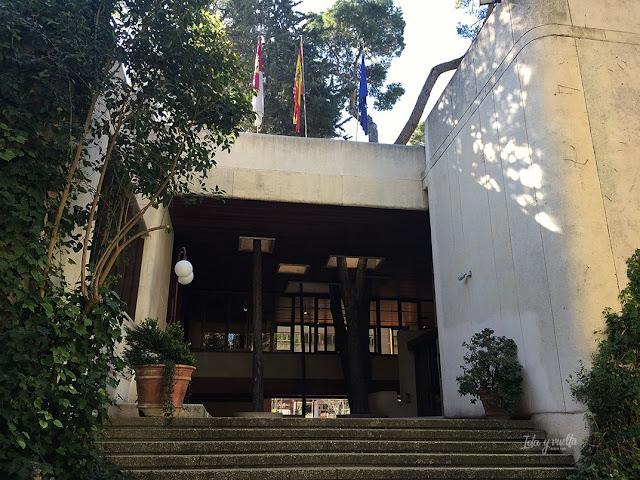 Museo Albacete entrada arbolada