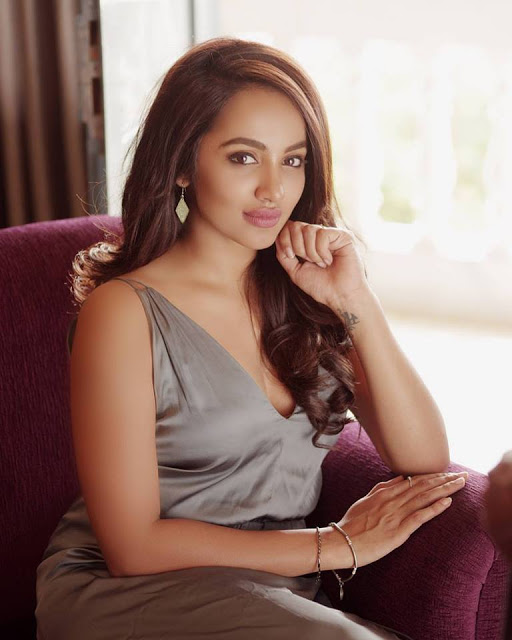 Actress Tejaswi Madivada Spicy Hot Photoshoot