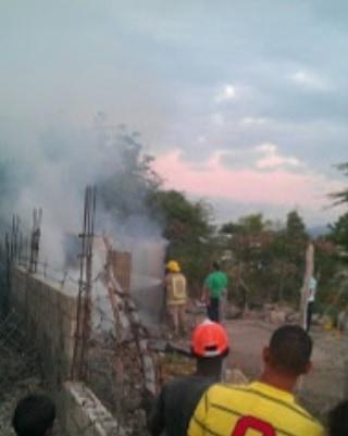 Joven prende fuego vivienda de su madre