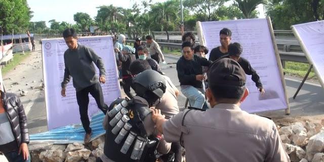 Demo dan Blokir Jalan Tol, 10 Mahasiswa Ditangkap