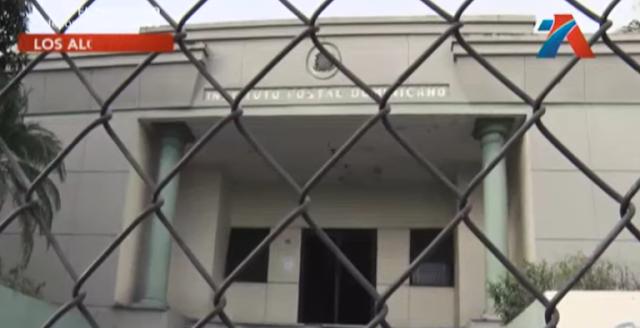 Deterioro y abandono del edificio que aloja Inposdom en Los Alcarrizos