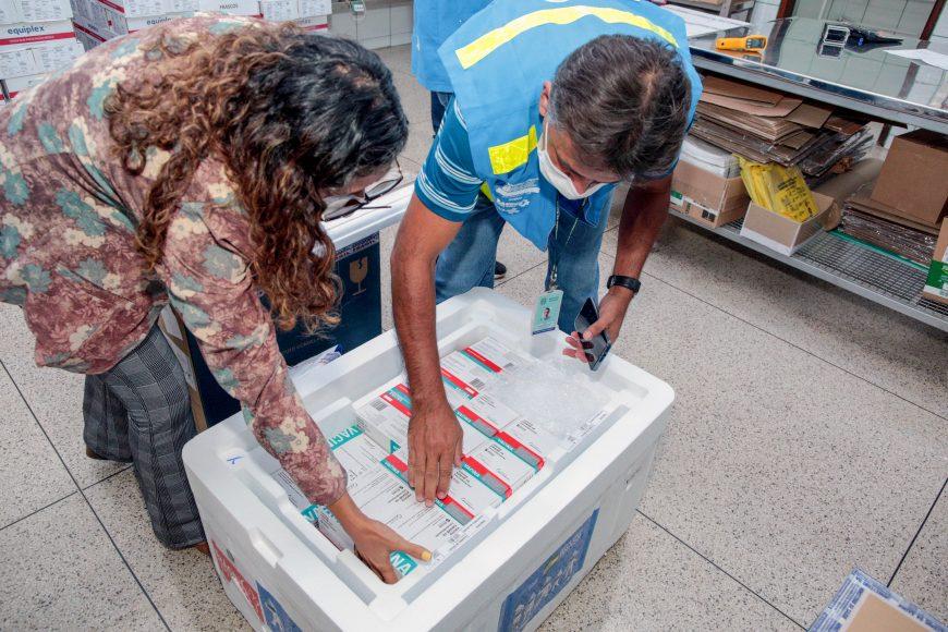 Rondônia recebe novo lote de vacinas contra a covid-19 do Ministério da Saúde com 43.760 doses