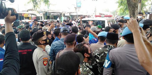 Abaikan PKPU, Dua Paslon Cakada Kabupaten Serang Mendaftar Ke KPU Bawa Arak-arakan