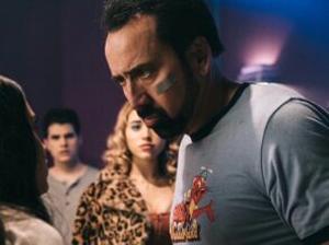 Nicolas Cage intimidando con la mirada