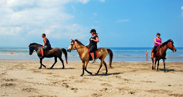 Pantai Dhyanapura di Seminyak Bali Indonesia