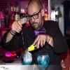 el mago del gin tonic en pleno trabajo