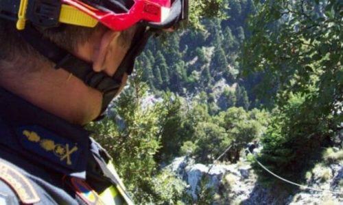 Τραυματισμένος μετά από πτώση που είχε στο φαράγγι του Βίκου, κοντά στην Οξυά εντοπίστηκε ο τουρίστας για τον οποίο επιχειρούσαν από το μεσημέρι δύο ομάδες της ΕΜΑΚ.
