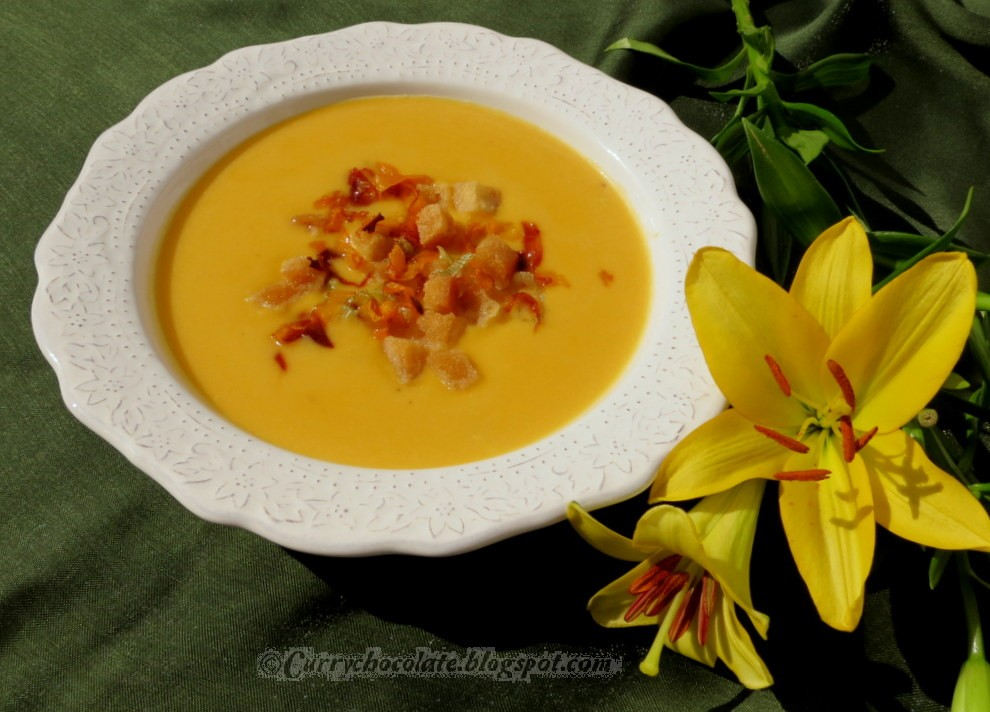 Crema de calabaza con queso azul - Creamy pumpkin soup with blue cheese