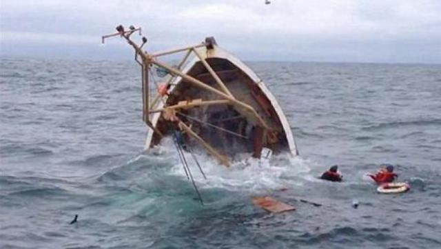 بينهم 4 أطفال : إنقاذ 53 شخصا بعد غرق مركبهم بسواحل المهدية