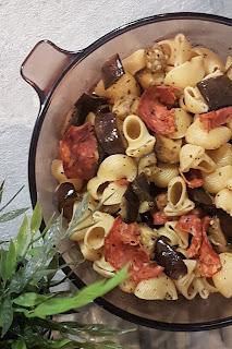 Pâtes aux morceaux d'aubergine et au chorizo