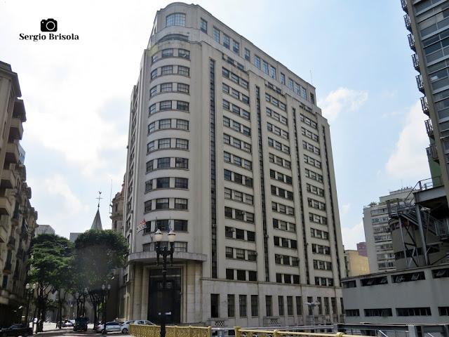 Vista ampla do antigo edifício da Superintendência do INSS em São Paulo - Centro