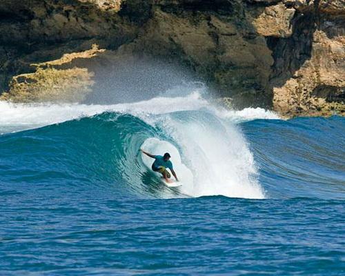 Travel.Tinuku.com Watu Karung beach in Pacitan gave two spots rip curl surf big waves and barrel left-right between rock walls