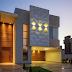 Fachada de casa com painéis de madeira e 3D cimentício!