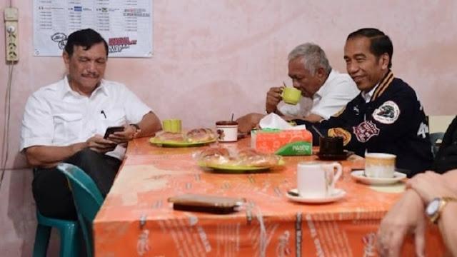Boleh Makan di Tempat, Luhut: Jangan Banyak Berbincang Saat di Warung