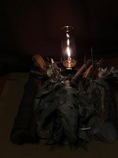 家キャンプでは、コールマンのルミエールランタンが焚火代わり