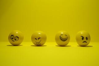 Pengertian Kebahagiaan (Happiness) dan Aspek-aspek Happiness Menurut Para Ahli