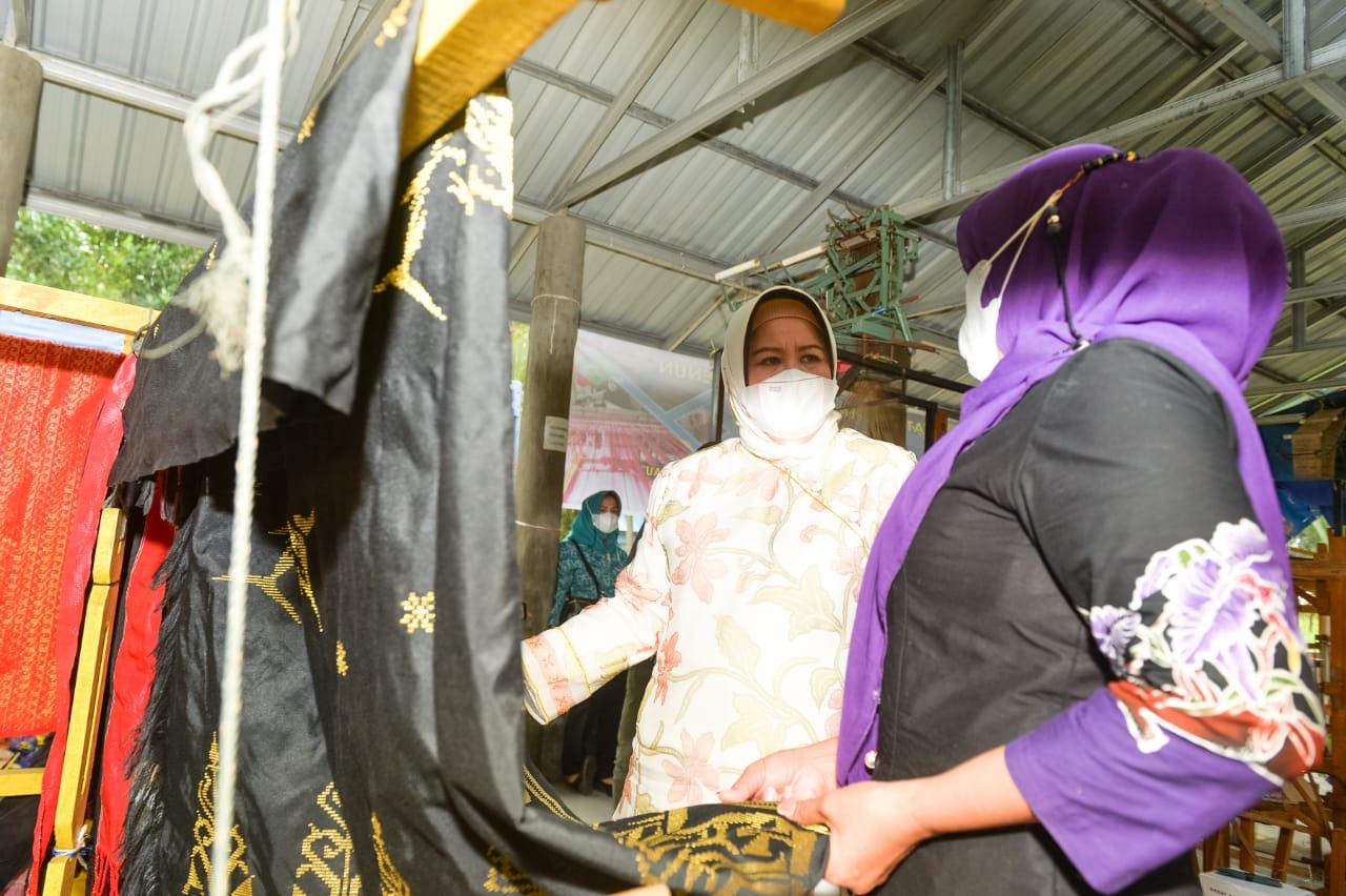 Marlin Agustina Menghadiri Pembukaan Kegiatan Pelatihan Tenun di Rumah Tenun Pulau Ngenang