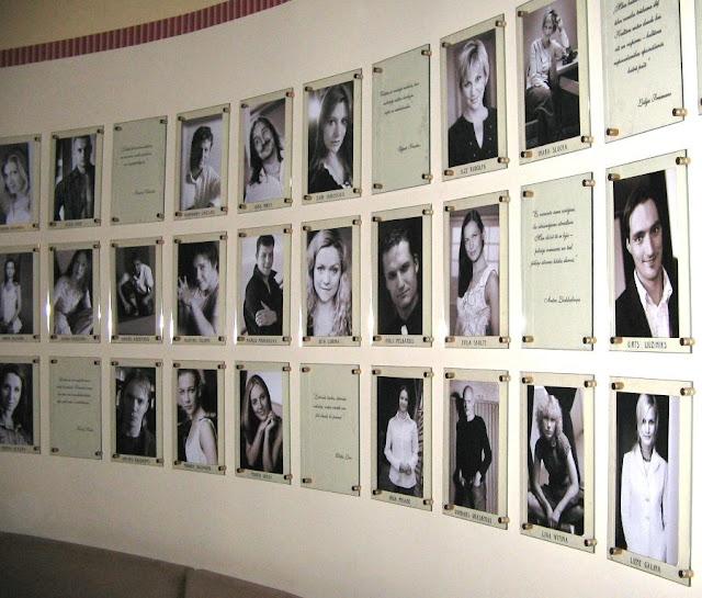 В фойе Латвийского Национального театра на бульваре Кронвальда, 2.