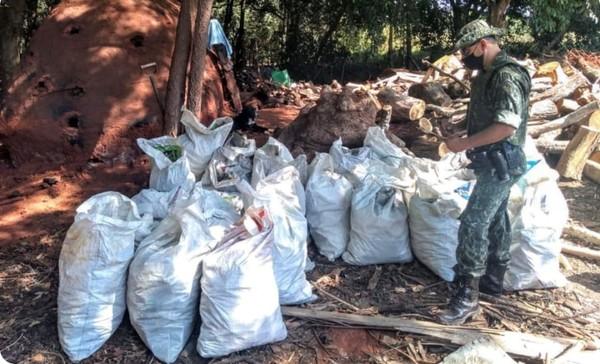 Mais de uma tonelada de carvão vegetal é apreendida durante operação da Polícia Ambiental