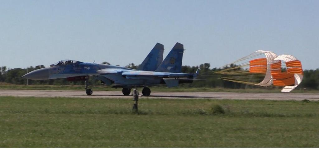 Вітчизняні гальмівні парашути допущені до використання на літаках Повітряних Сил ЗСУ