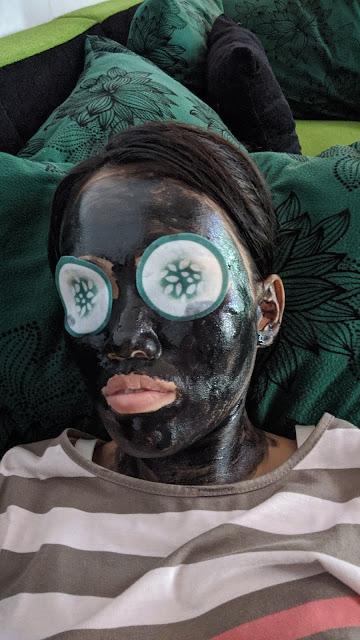 Review-setelah-menggunakan-vienna-purifying-black-mud-30ml-Dan-cucumber-eye-Pad