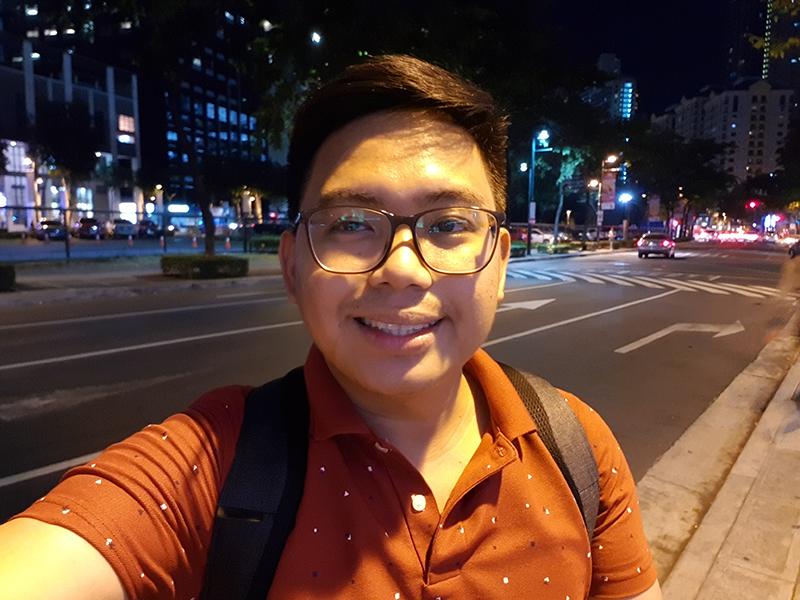 Selfie low light A
