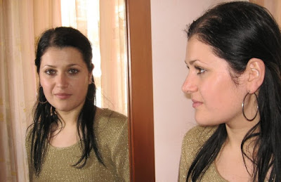 traxler effect, mirror image, watching mirror,