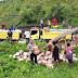 Bhabinkamtibmas Dampingi Pendistribusian Bantuan Pemerintah Kepada Masyarakat yang Terdampak Covid-19