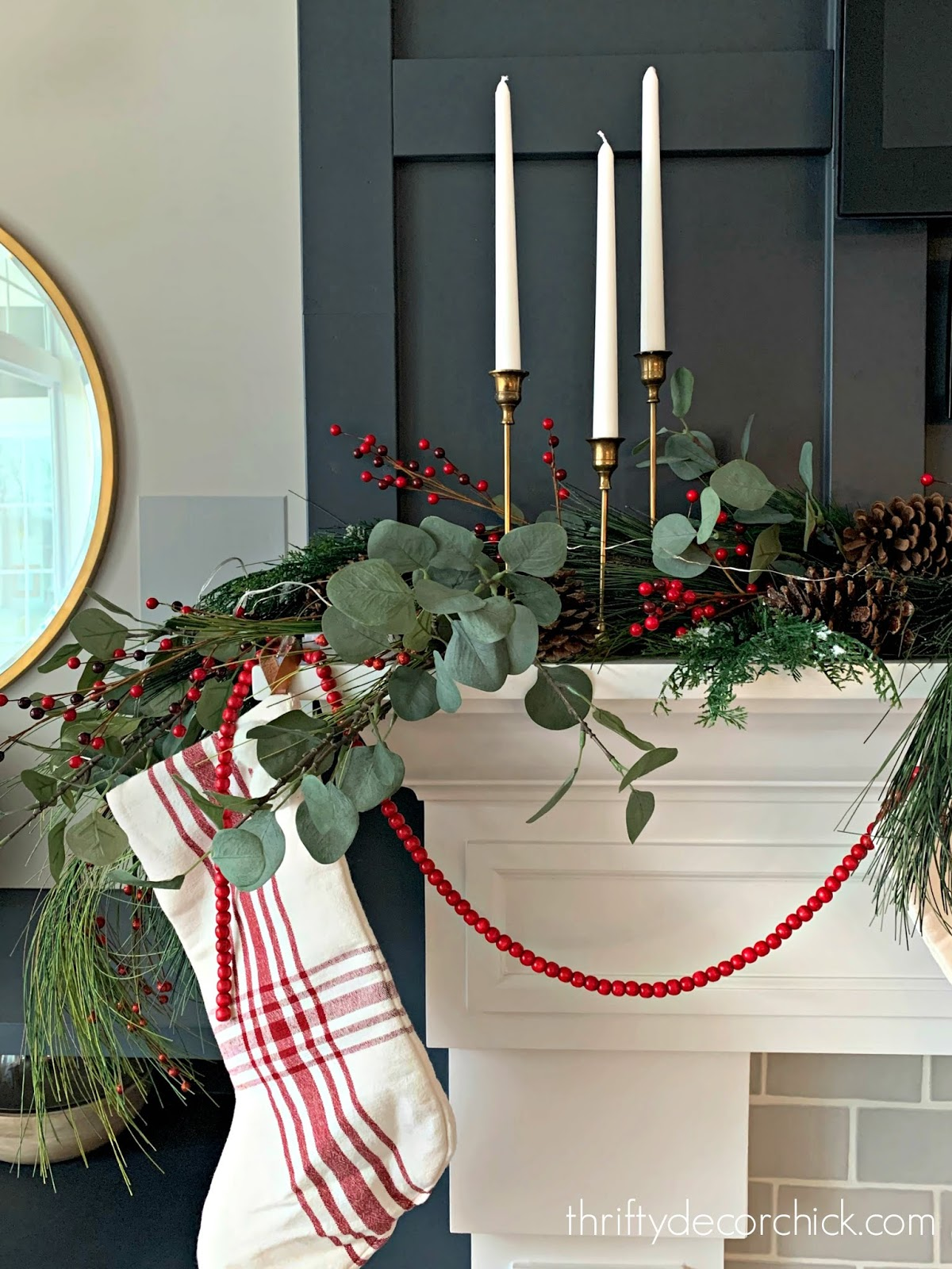 How to create a full and beautiful Christmas mantel