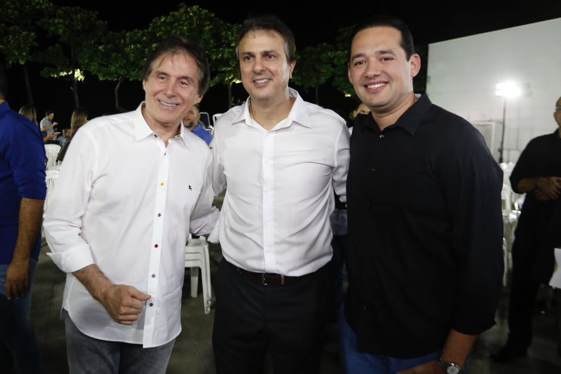 Camilo reúne Eunício e Cid em jantar adesão eed8bb502f530