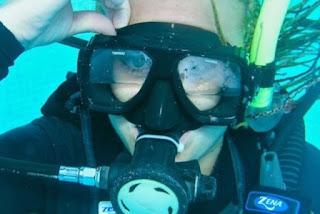 Pelajari Teknik Clearing, Untuk Menghindari Ketika Tabung Snorkeling Dan Masker Milikmu Tiba-tiba Kemasukan Air.