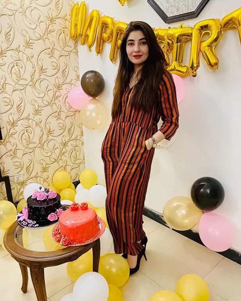 Mesmerizing Pictures of Pashto Singer Gul Panra on Her 31st birthday