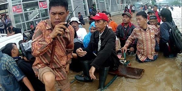 Ubedilah Badrun: Omong Besar Jokowi Tentang Banjir DKI Tidak Terbukti