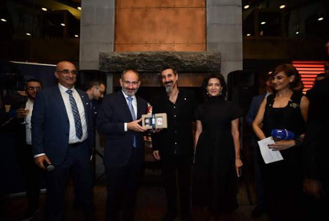 Serj Tankian presenta su marca de té Gavat