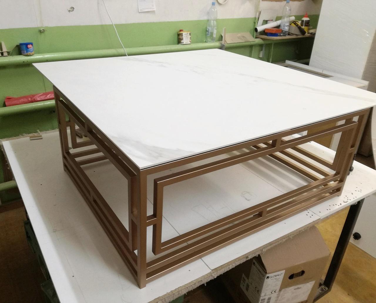 Płyty wielkoformatowe obróbka stolik