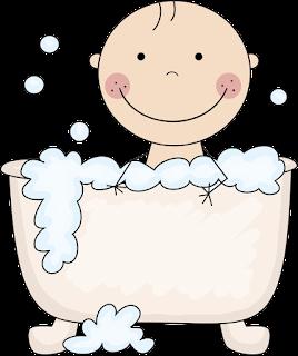 bebé para baby shower en bañera