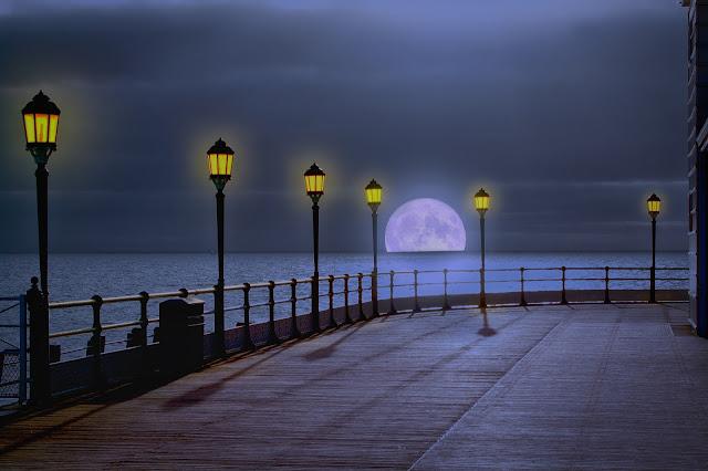 صور مصابيح علي البحر