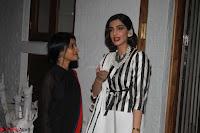 Sonam Kapoor Soha Ali Khan Konkona Sharma at Raw Mango store launch March 2017 014.JPG