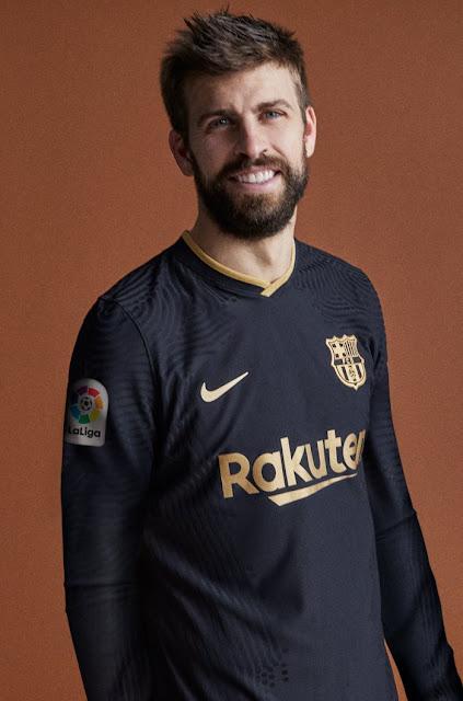 بيكيه وقميص برشلونة الاحتياطى الجديد  2020