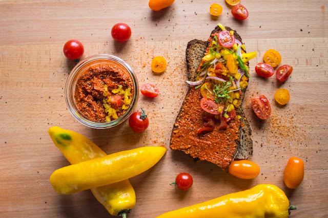 veganer Dip aus gerösteten Paprika