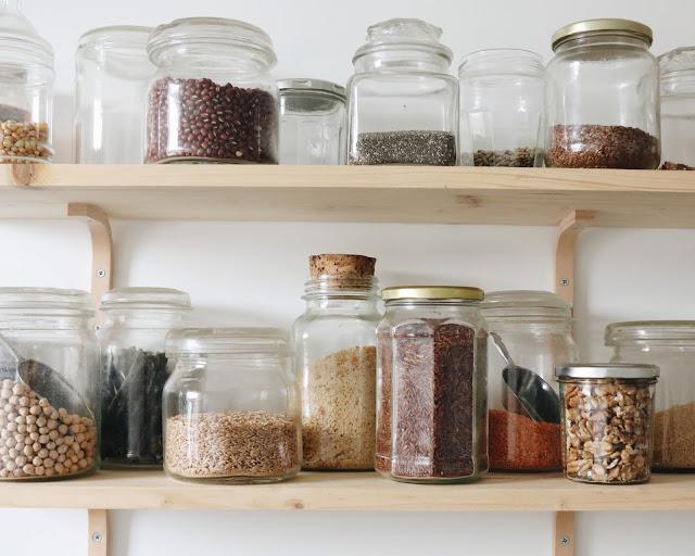 aliments secs dans bocaux en verre