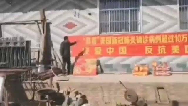 Người dân Trung Quốc đốt pháo ăn mừng khi có hơn người Mỹ lây nhiễm Covid-19