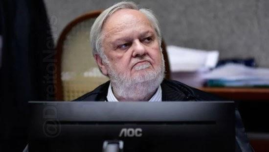 reu silenciar interrogatorio responder advogado fischer
