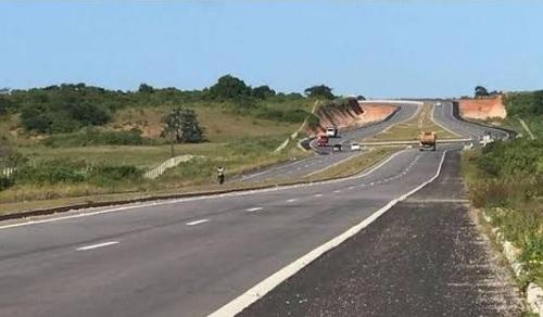 Assalto a passageiro vindo do aeroporto de São Gonçalo na madrugada quase acaba em tragédia