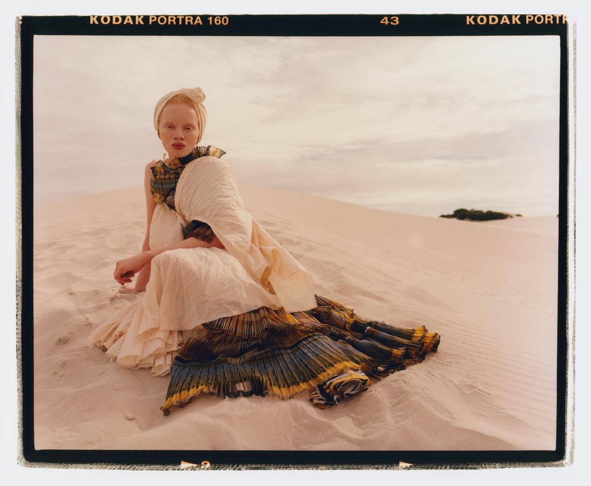 1099b96a7 Modelo e ativista sul-africana Thando Hopa é a primeira mulher albina a  aparecer em uma capa da revista