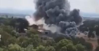 تصاعد دخان كثيف من مصنع أسلحة لقوات الاحتلال الإسرائيلي (فيديو)
